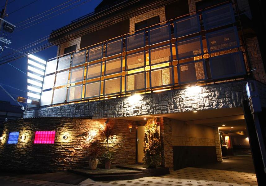 瑠璃光院から1.7km、比叡山まで4.4km、伊丹空港(大阪国際空港)まで44kmです。