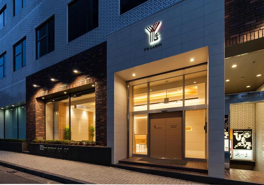JR関内駅まで徒歩すぐ、横浜スタジアムまで徒歩7分という便利なロケーションにあります。館内で荷物預かりを利用できます。