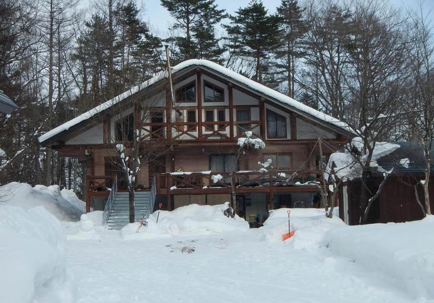 The Hakuba Villasは白馬ジャンプ競技場から2.5km以内、白馬岩岳スキー場から3.5km以内で、無料WiFiとヴィラの敷地内に無料専用駐車場を提供しています。