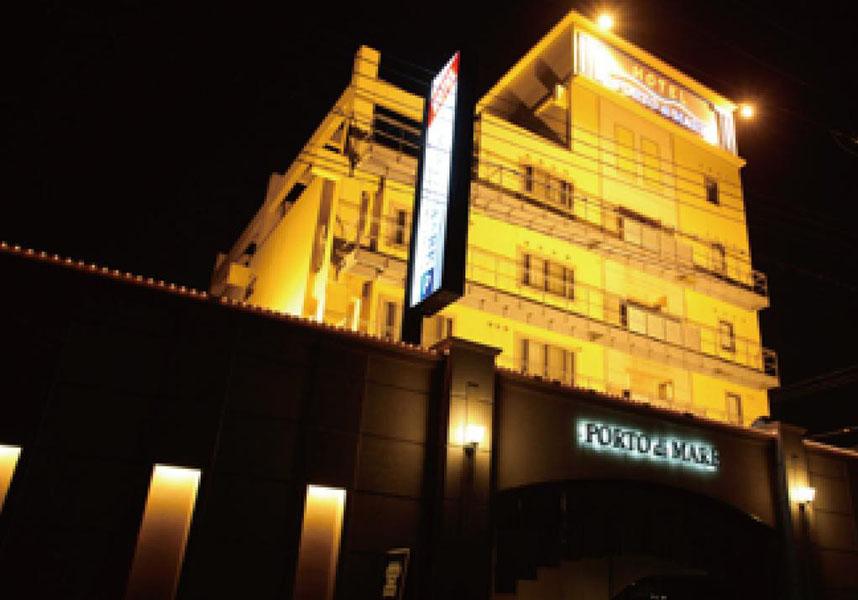 ホテル ポルト ディマーレ 神戸はエアコンと無料Wi-Fi付きの客室を提供しています。敷地内の無料専用駐車場を利用できます。