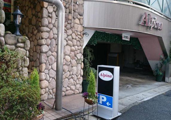 JR神戸駅から徒歩5分という便利なロケーションに位置し、神戸ハーバーランド、人気のショッピングエリア、湊川神社まで徒歩10分です。