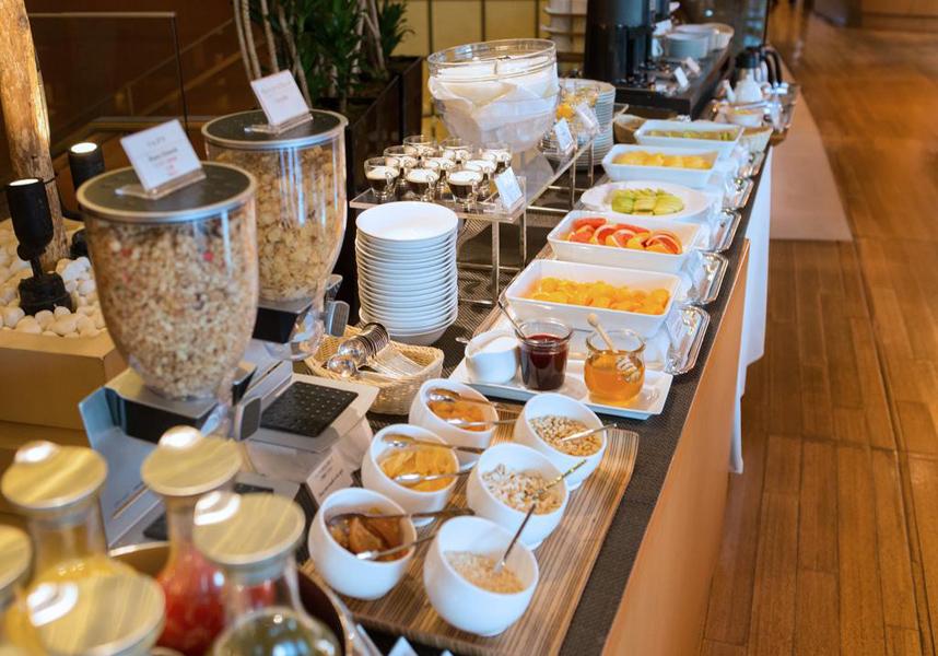 大志満では和食の朝食セットを楽しめます。この宿泊施設は東京で最高のロケーションと評判!