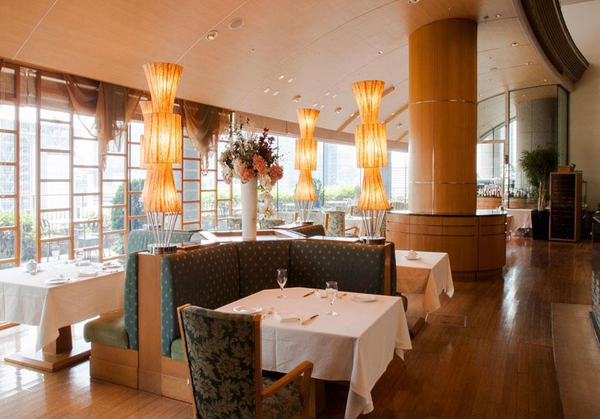 ポム・ダダン(レストラン)ではフランス料理やアメリカンブレックファーストを、大安くらぶでは鉄板焼きを、ル・コネスール(バー)ではドリンクを用意しています。