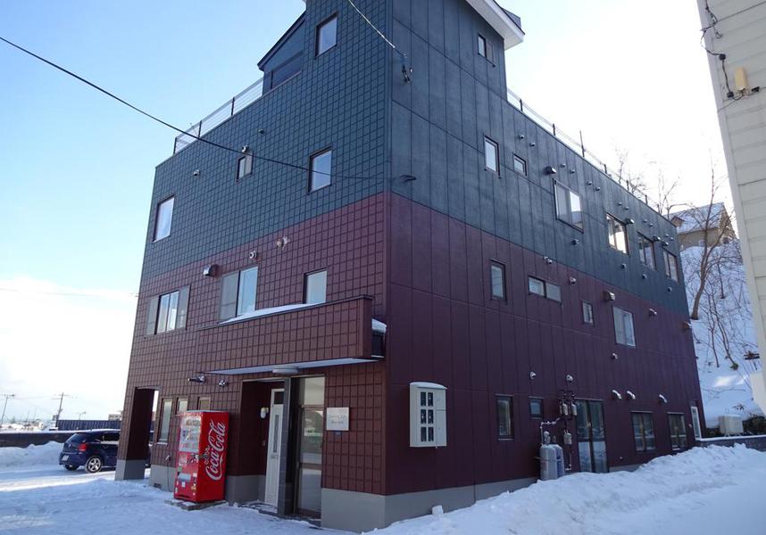 小樽ゲストハウスハーベストは小樽にあり、全てのお部屋での無料Wi-Fi、敷地内の専用駐車場を提供しています。