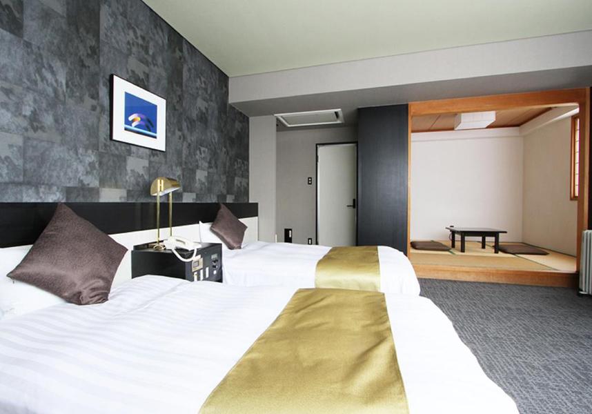 ホテルエリアワン千歳はJR千歳駅から徒歩5分の便利な場所に位置し、最上階に大浴場を併設しています。