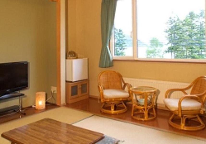 温泉を併設する「いこい荘」は洞爺湖のすぐそばに位置する居心地の良い旅館です。ロープウェイの昭和新山駅まで徒歩6分です。