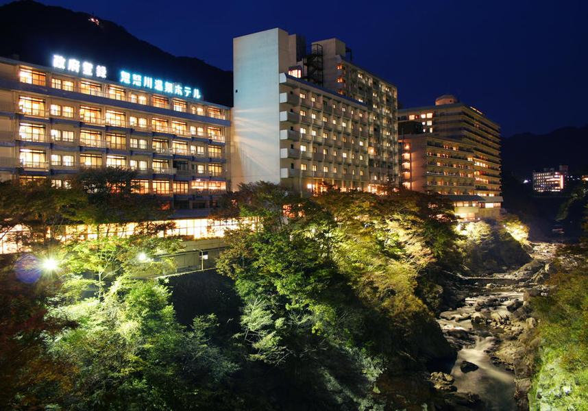 温泉(露天風呂付)を提供する鬼怒川温泉ホテルは、鬼怒川渓谷沿いにあるホテルです。ロビーで無料Wi-Fi回線を利用できます。