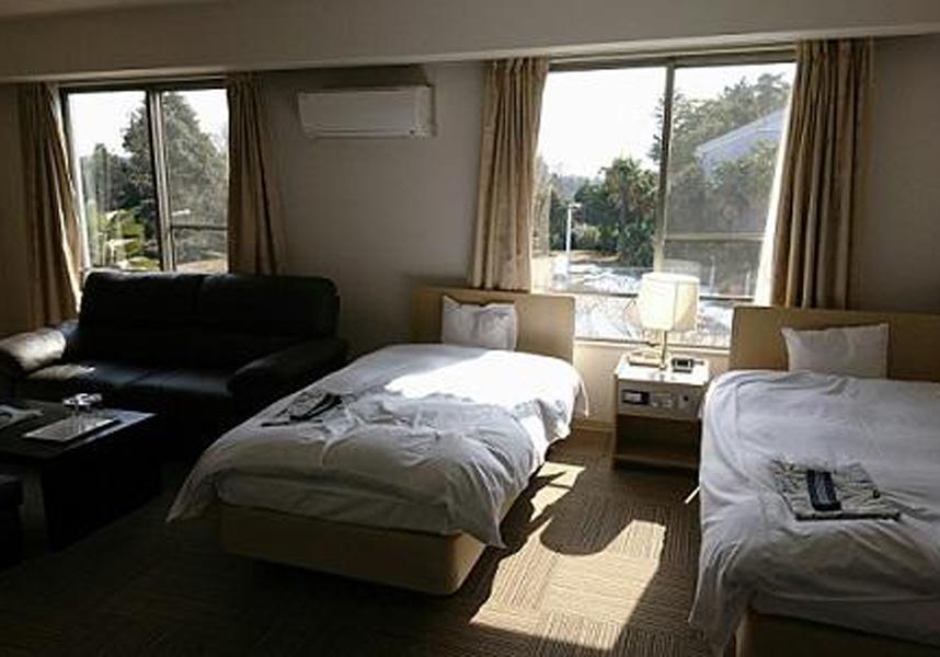 喜連川カントリー倶楽部&美肌温泉ホテルきつれ川は、桜山のエアコン完備の客室を提供しています。