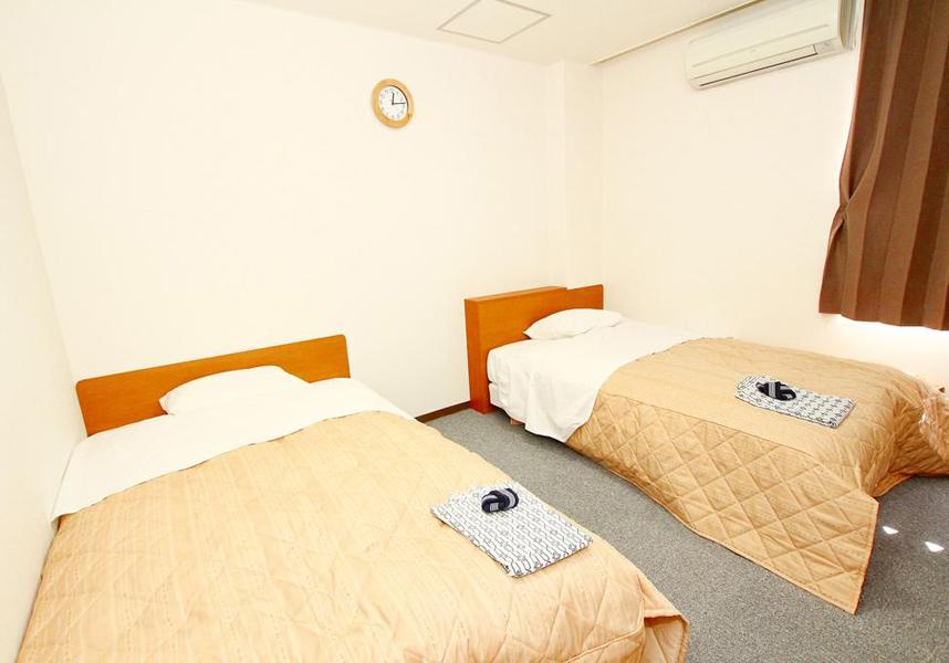 伊勢崎市内にあるホテル若松エクセルは、無料の自転車レンタル、無料Wi-Fi、レストラン、共用ラウンジを提供しています。華蔵寺公園遊園地から2.2kmです。