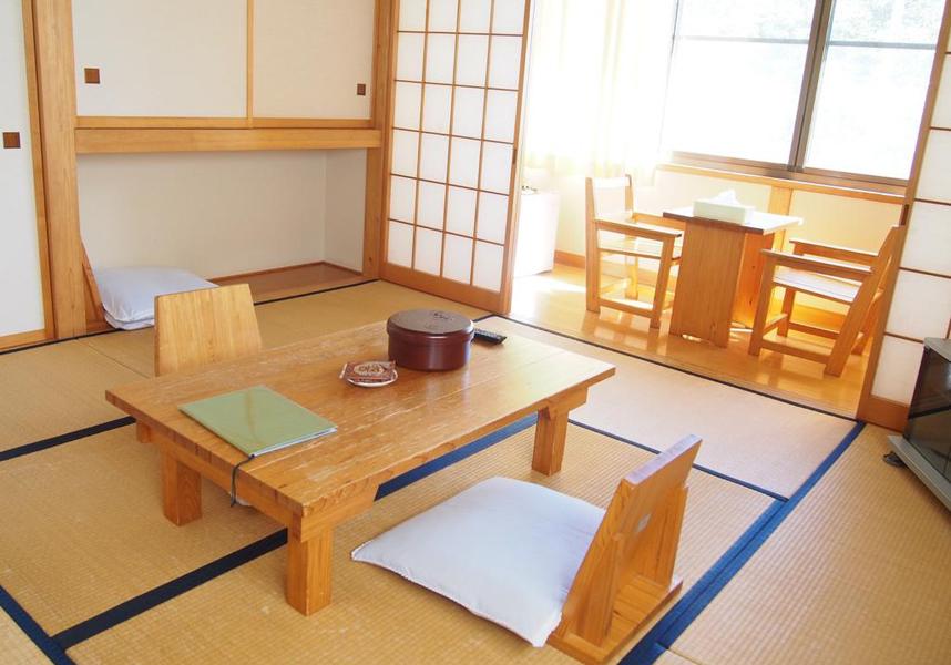 陸前高田市に位置する玉乃湯は、庭園や共用ラウンジを併設する2つ星のゲストハウスです。お部屋はエアコンと無料Wi-Fi付きで、バスルームは共用です。