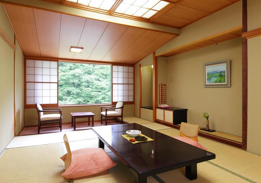奥飯坂 穴原温泉 匠のこころ 吉川屋は福島市にある3つ星の旅館で、山を望むお部屋、サウナ、無料シャトルサービス、無料Wi-Fiを提供しています。