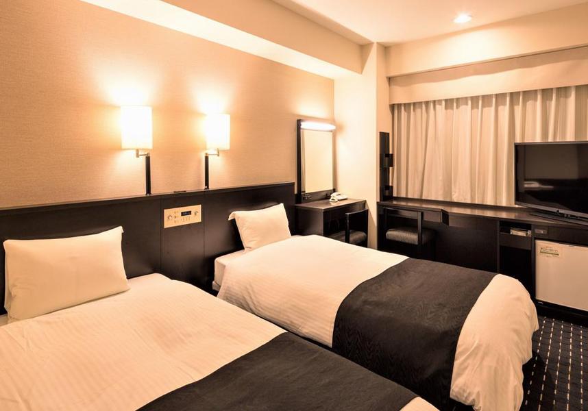 JR新潟駅から車で5分のアパホテル新潟古町は、薄型衛星テレビと無料の有線インターネット回線付きの客室、リラックスできる大浴場を提供しています。