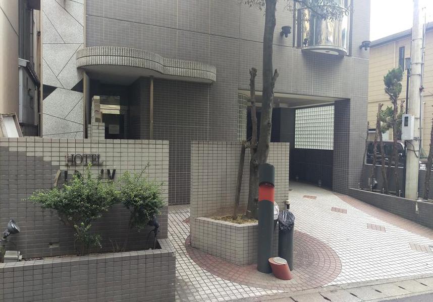 長崎原爆資料館まで2.9km、平和公園まで3.3km、長崎空港まで18kmです。