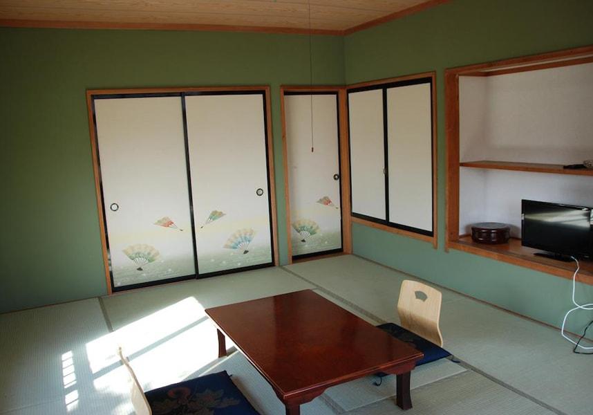 無料Wi-Fi付きの和室、レンタル自転車、和朝食を提供しています。富士急ハイランドへ車で30分、富士山へ車で1時間。