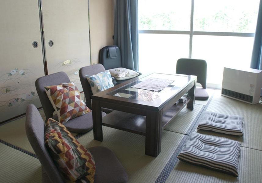 無料Wi-Fi付きの宿泊施設で、河口湖から2.2km、富士山から16km、カチカチ山ロープウェイから徒歩8分です。