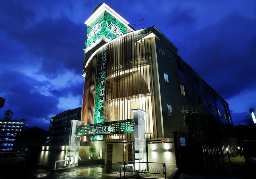 古賀ICより車で20分(国道3号線古賀方面へ中央卸市場裏)、博多港まで9km、最寄り空港の福岡空港まで10kmです。