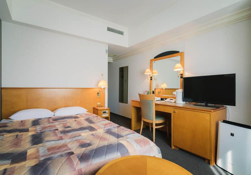 ホテルクレメント宇和島は宇和島市に位置する宿泊施設で、レストラン、24時間対応のフロントデスク、荷物預かり、無料Wi-Fiをなどの施設/設備を提供しています。お部屋には薄型テレビ、エアコン、デスクが備わります。