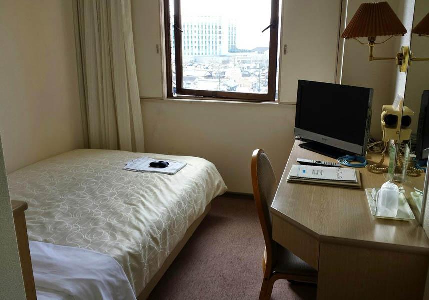 宇和島にある宇和島リージェントホテルは、無料の自転車、無料Wi-Fi、24時間対応のフロントデスク、レストランを提供しています。お部屋にはポット、専用バスルーム、エアコン、薄型テレビが備わっています。