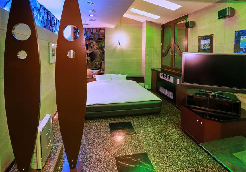 ホテルツイン J は大垣市にある宿泊施設です。池田温泉から約10km、池田温泉新館から10km です。無料 wi-fi、敷地内の専用駐車場を利用できます。