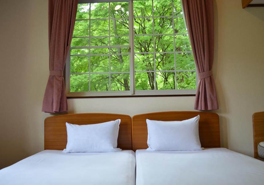 郡上市にあるリゾート ペンション 四季彩は、めいほうスキー場から車で5分です。館内全域で無料Wi-Fiに接続できます。お部屋はすべて洋室で、ロフトがあります。