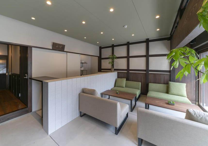金沢市にあるSAIK 西玖は、2階に伝統的な雰囲気を活かした2部屋、 1階にはそれぞれ個別の庭をもつ2部屋の4タイプのお部屋をご用意致しました。 お客様の用途に合わせたお部屋をお選び頂けます。