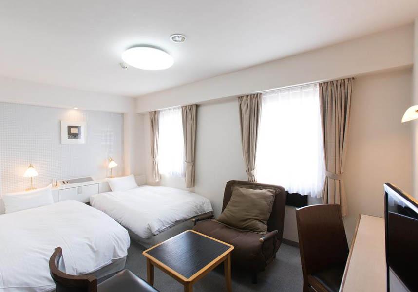 ホテルウィングインターナショナル都城から宮崎市、霧島市までそれぞれ49km、最寄りの宮崎空港まで54kmです。お部屋にはワードローブ、デスク、薄型テレビ、専用バスルームが備わっています。ビュッフェ式朝食を楽しめます。
