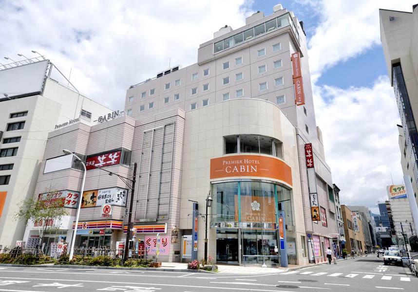 JR松本駅前にあるプレミアホテル-CABIN-松本は、歴史ある松本城から徒歩15分です。北アルプスが見えるLe Cielレストランで、洋食と和食のビュッフェ式朝食を提供しています。