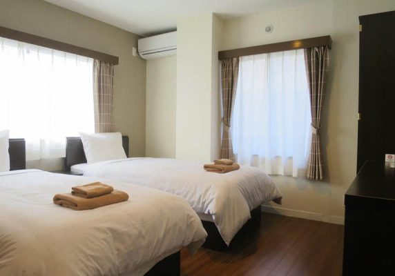 羽田は川崎市にあり、無料Wi-Fi、エアコン付きのお部屋を提供しています。夢見ケ崎動物公園まで約8km、等々力陸上競技場まで13km、川崎市とどろきアリーナまで14kmです。