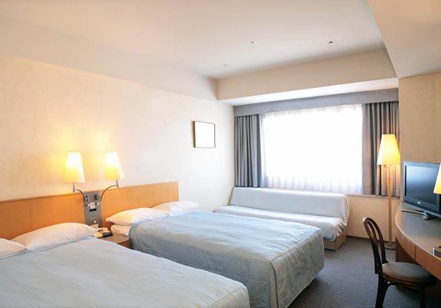 横浜に位置し、横浜シーサイドラインの産業振興センター駅から徒歩数分のホテルです。横浜・八景島シーパラダイスまで横浜シーサイドラインでわずか6分です。ホテルでは宿泊客に横浜・八景島シーパラダイスの割引券を提供しています。