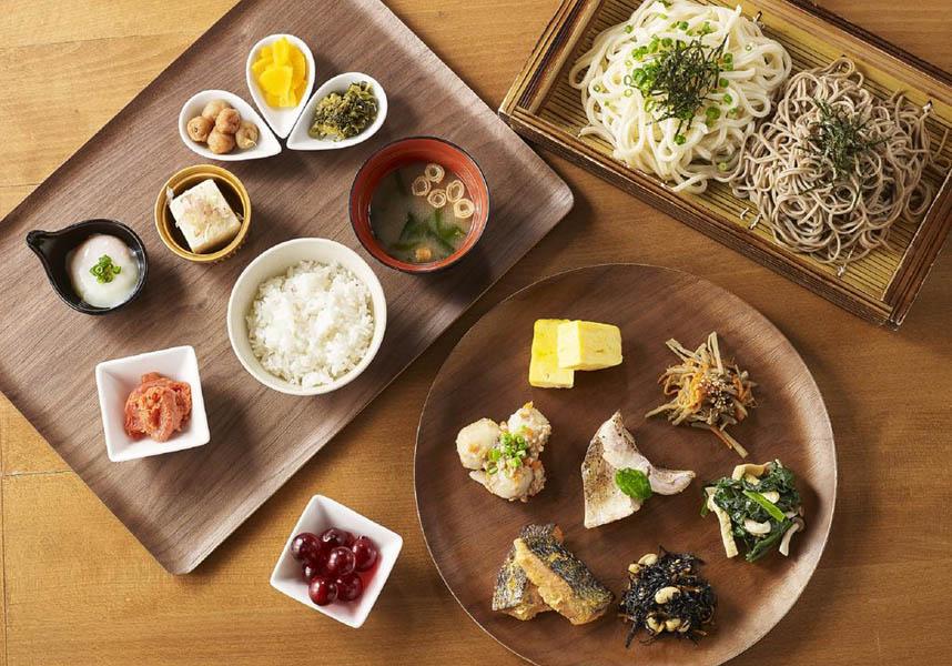 ビュッフェ式レストランのほか、和食、中華料理、フランス料理のレストランがあります。