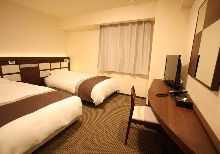 アーバンホテル南草津はJR南草津駅から徒歩1分、京都駅から車で20分に位置しています。無料の有線インターネット付きの客室、カフェ、マッサージ、ビュッフェ式レストラン、コインランドリーを提供しています。