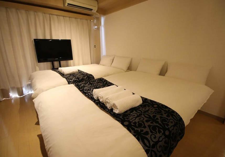 バルコニーのあるアパートメントで、独立したベッドルーム1室があります。薄型テレビ、設備の整ったキッチン(冷蔵庫、電子レンジ付)、洗濯機、バスルーム1室、無料Wi-Fiも備わります。