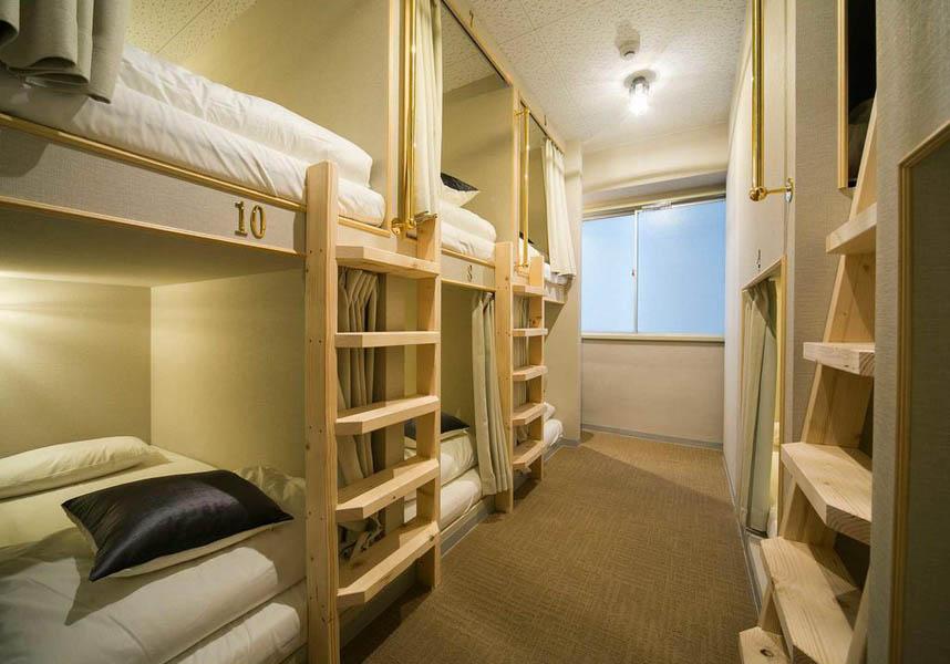 女性用と男女共用のドミトリールームがあります。お部屋は無料WiFi付きで、共用バスルーム(シャワー、ヘアドライヤー付)、共用ラウンジを利用できます。
