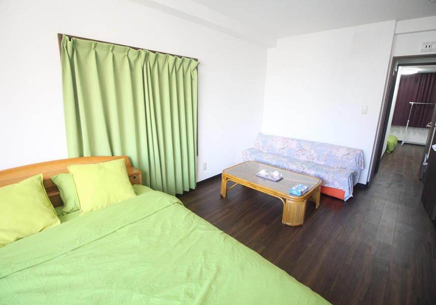 東京の台東区松が谷にある宿泊施設で、無料Wi-Fiを提供しています。アパートメントにはテレビ、ベッドルーム2室、エアコン、キッチンが備わります。