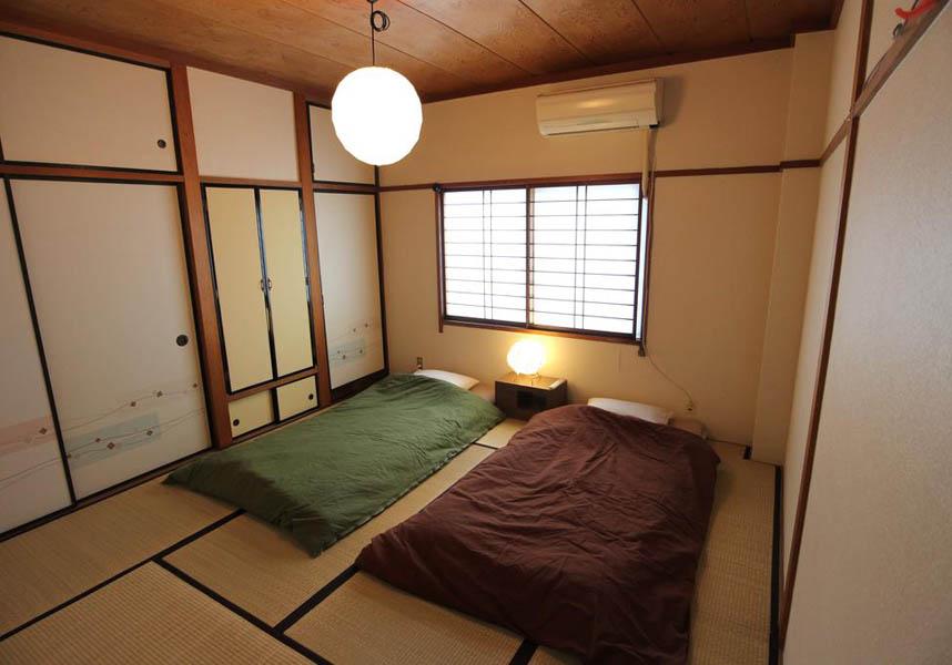 リバーサイド ステイ 金沢は、エアコンと無料Wi-Fi付きのお部屋を提供しています。兼六園から2.3km、金沢城から2.4kmです。お部屋には、テレビ、電子レンジが備わります。