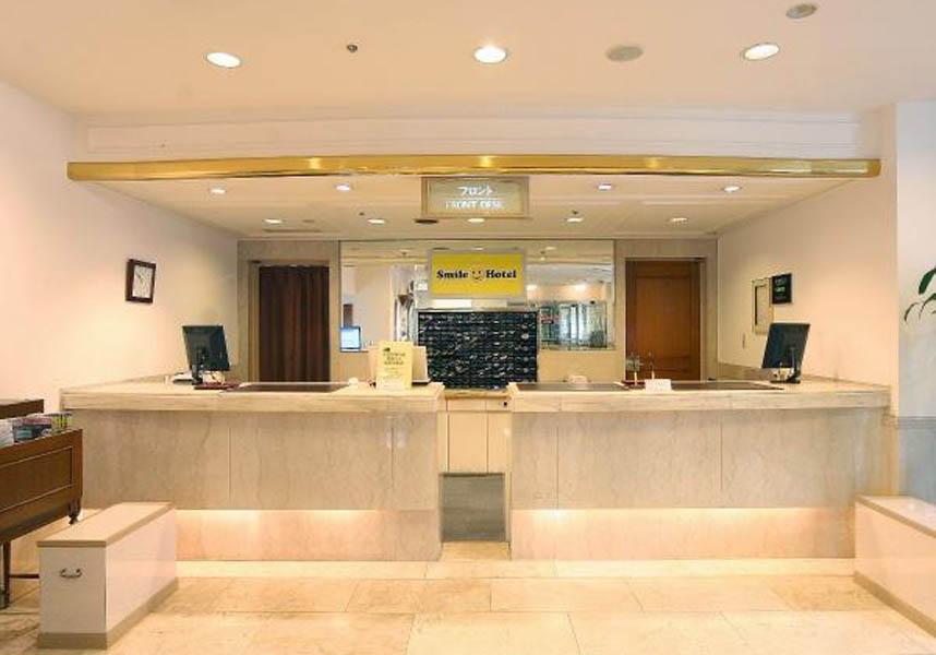 スマイルホテル金沢は、金沢城からわずか1kmのロケーションで、客室には薄型衛星テレビ、ティーメーカー、無料の有線インターネット回線が備わっています。