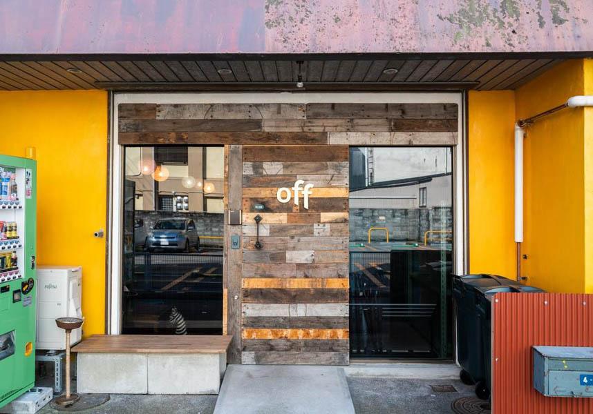 オフはJR金沢駅から徒歩3分の場所に位置し、シンプルかつスタイリッシュな内装の居心地の良いお部屋、館内全域での無料Wi-Fi、無料のお茶/コーヒーを提供しています。